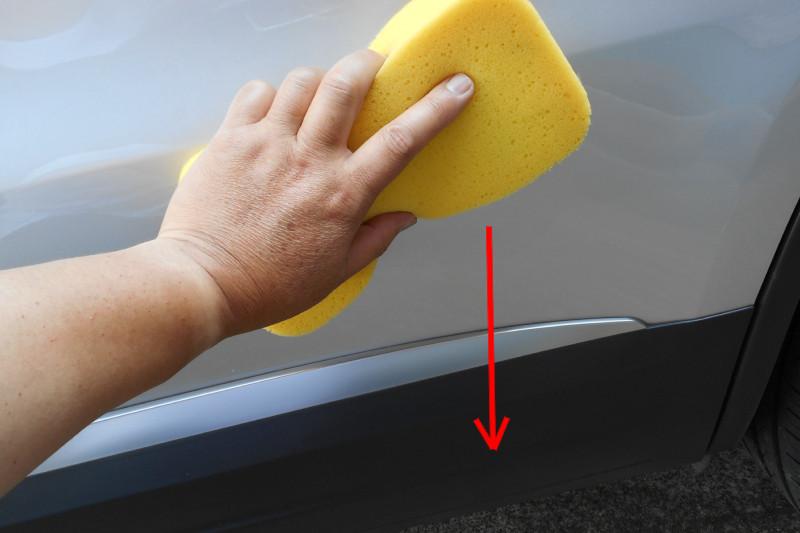 洗車時のスポンジのダメな動かし方