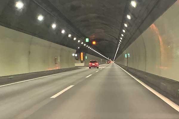 LEDランプ照明のトンネル